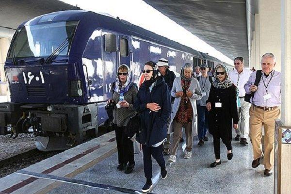 قطار گردشگری بینالمللی عقاب طلایی وارد اصفهان شد