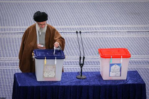 رهبر انقلاب: هر کسی که به منافع ملی علاقهمند است، در انتخابات شرکت میکند